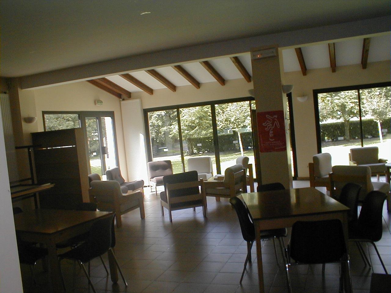 Grande salle d'activités (classes, séjours, stages)